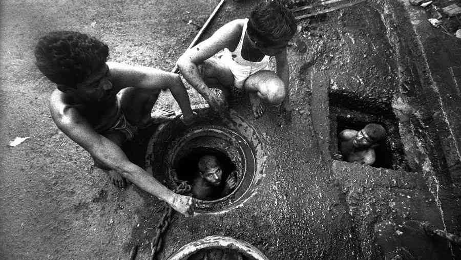 Supreme Court violated on manual scavenging, one more killed in sewage tank - Satya Hindi